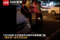 女子被男同事掐脖殴打,裆部腹部遭猛踢[多图]