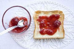 草莓酱和什么吃好?草莓酱的食物搭配不可错过![多图]