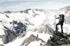 冬天爬山注意事项有哪些?冬天爬山能穿雪地靴吗?[多图]