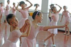 女孩学跳舞还是画画好?学跳舞和学画画哪个好?[多图]