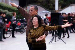 老人跳舞有什么好处?老人跳广场舞的好处有哪些?[多图]