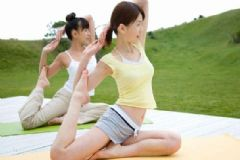 瘦腰可以做哪些瑜伽动作?吃什么可以摆脱水桶腰?[图]