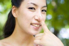 摸鼻子代表什么?摸鼻子是什么意思?[多图]