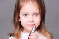 小孩能涂口红吗?小孩子涂口红有什么影响?[多图]