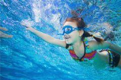 怎么游泳才不会往下沉?游泳怎么才能浮起来?[图]