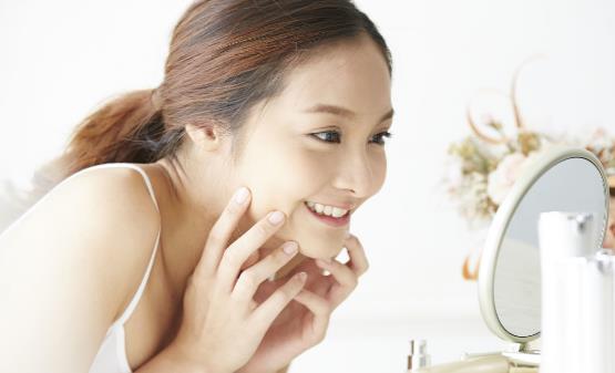 五种行为相当于给自己毁容 护肤方法要适合自己
