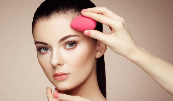 嘴唇干燥脱皮怎么办 推荐冬季唇部的护理方法