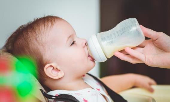 避免这些10妈9错的冲奶法 不让宝宝的健康打折
