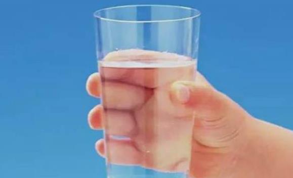 冬季补水 缺水的白领上班族补水方法