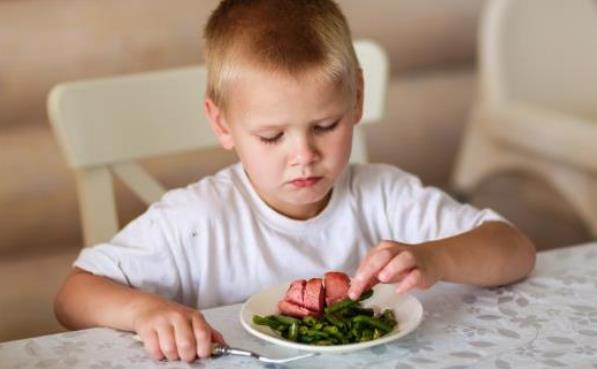 孩子吃饭慢东看西瞧 生活中家长应避免的误区