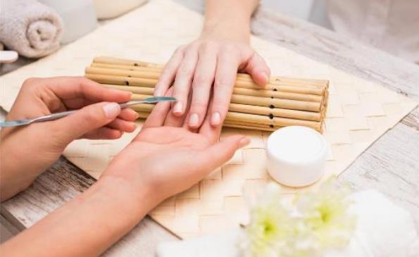 太频繁美甲给女人带来的伤害 或致女人皮肤加速老化