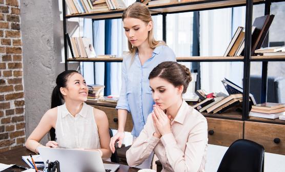 那些社交礼仪职场菜鸟必学?什么行为会被职场边缘化?
