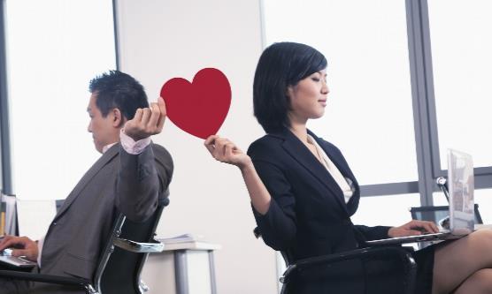 如何正确处理办公室恋情?办公室恋情可能出现的问题?