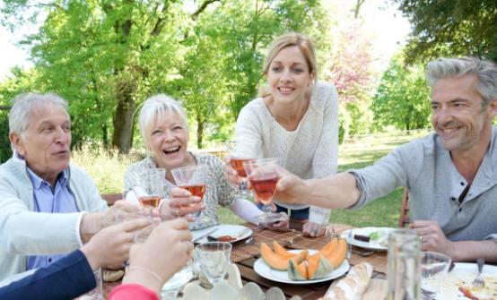 中老年人缺钙有哪些症状?老人过度补钙有哪些危害?