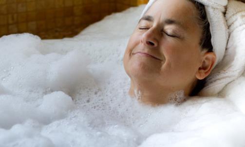 老年人洗澡需注意什么?老人多久洗一次澡合适?