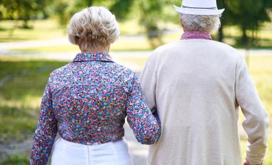 老年人散步有什么好处?老年人散步需注意什么