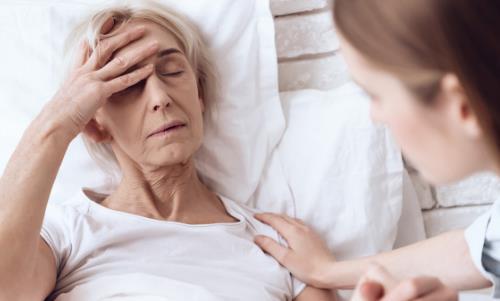 老人后背出汗是怎么回事?老人后背出汗如何治疗?