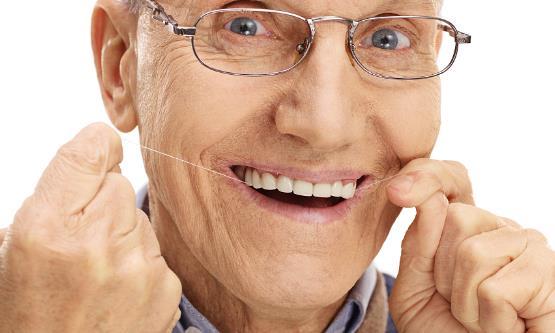 老人戴假牙需注意什么?老人假牙如何保养?