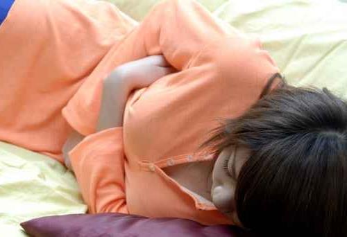 来月经肚子疼怎么办?来月经前几天为什么会肚子疼