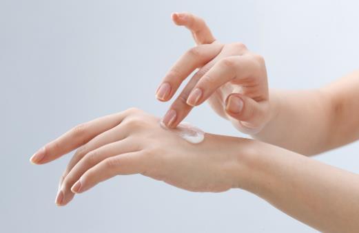 手脱皮的原因是什么?手脱皮怎么办?
