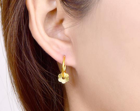 哪些行为容易让打耳洞发炎?打耳洞有什么潜在风险?