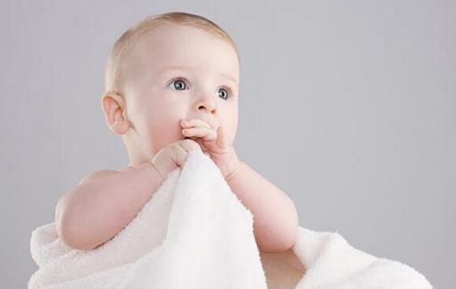 宝宝吃手是什么原因?宝宝吃手有什么危害?