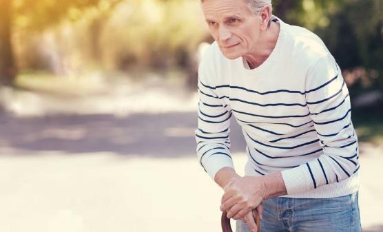 选择老年人手杖的四大要素 老人拐杖使用注意事项
