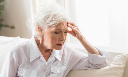 老人吃饭噎住了怎么办?如何预防在吃饭时噎住?