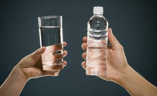 运动前后喝水的正确方法 运动时喝什么水比较好