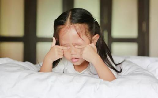 儿童频繁眨眼是缺什么 儿童眼科检查散瞳需注意什么